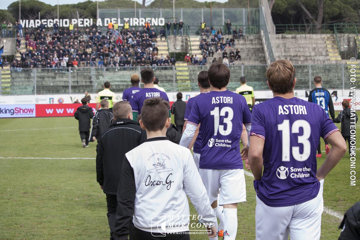 I Giocatori della fiorentina con la Maglia 13 nel ricordo di Astori - Finale Viareggio Cup