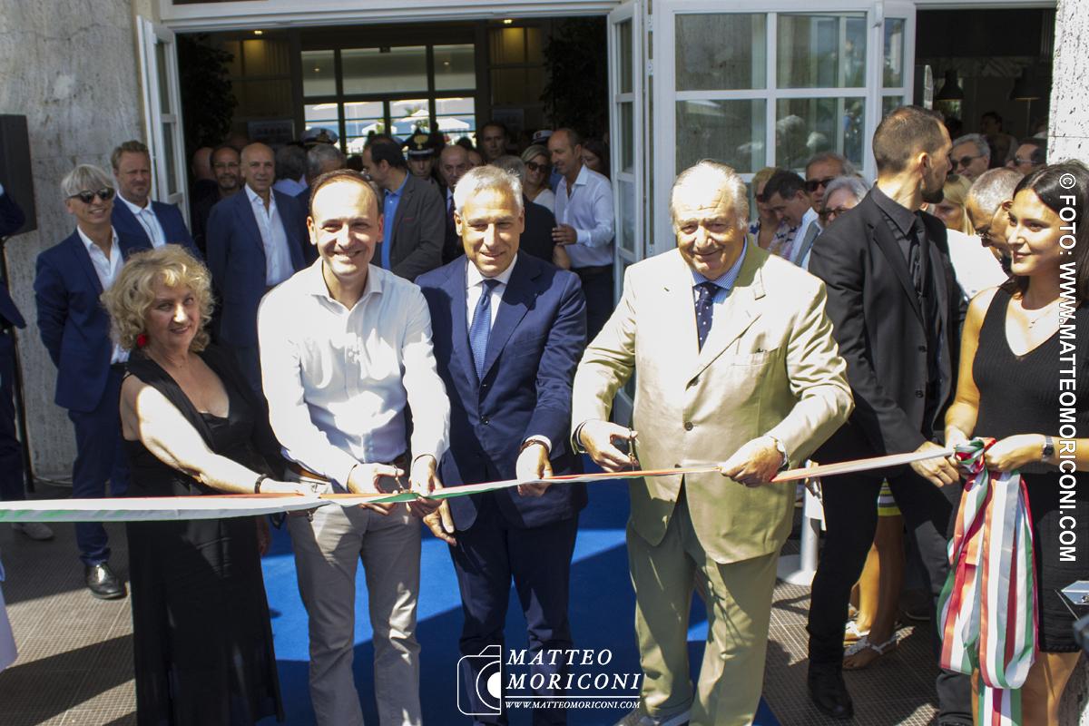 Il taglio del nastro - Inaugurazione a Viareggio del nuovo Principe di Piemonte