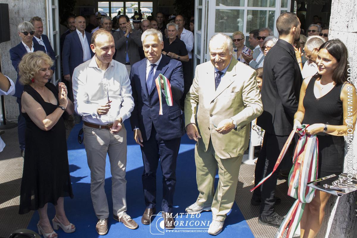 Il taglio effettuato - Inaugurazione a Viareggio del nuovo Principe di Piemonte