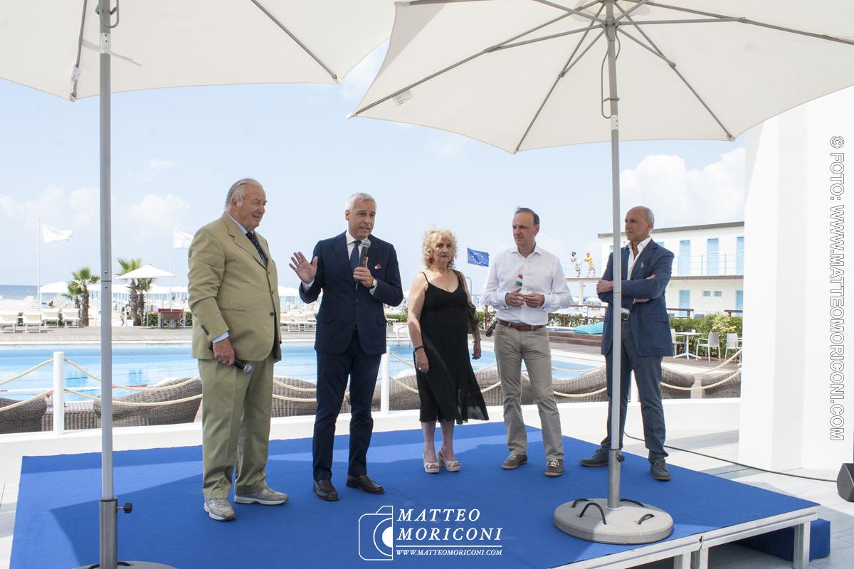 Il discorso del proprietario Brunetti , il Sindaco Del Ghingaro e il Prefetto di Lucca Simonetti - Inaugurazione a Viareggio del nuovo Principe di Piemonte