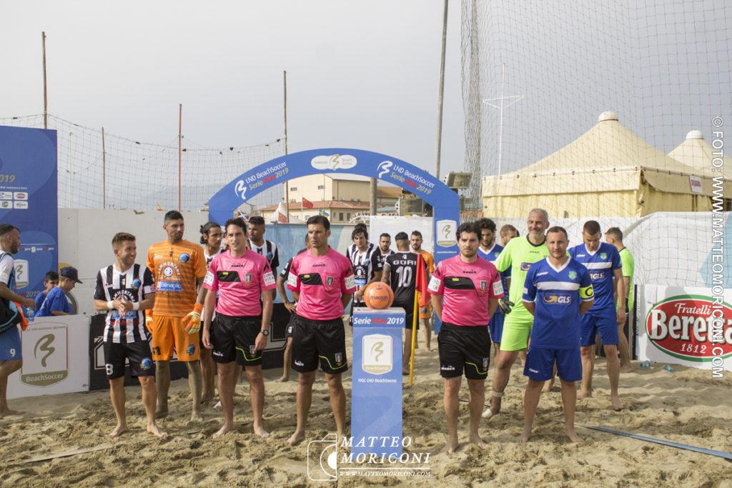 L'entrata in campo - Serie Aon 2019: Vince il Viareggio Beach Soccer contro GLS Due Mari - Foto: www.matteomoriconi.com