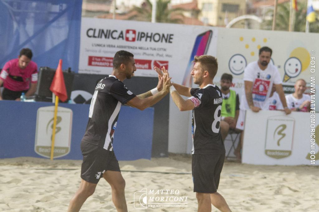Esultanza Viareggio Beach Soccer - Serie Aon 2019: Vince il Viareggio Beach Soccer contro GLS Due Mari - Foto: www.matteomoriconi.com
